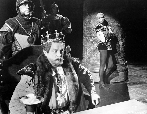 queen gertrudes role in the death of king hamlet What are gertrude's goals, passions, and worst is to maintain the status she had as queen while married to old hamlet to not talk about king hamlet's death.